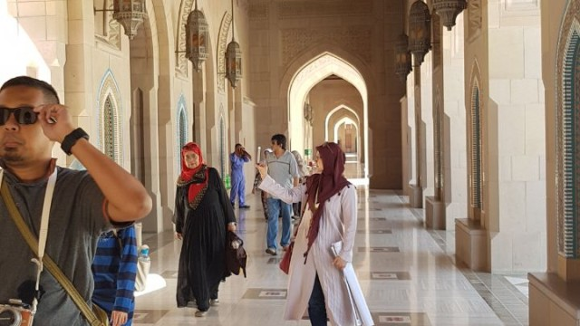 Inside the great piece of Islamic modern architecture designs, The Sultan Grand Mosque